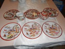 Süteményes készlet kinai kézzel festett 6 db tányér 1 db cukortartó 1 db kiöntővel