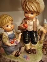 Ritka, nagyon szép Sitzendorfi porcelán gyümölcsöt evő gyerekek