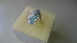 Ezüst gyűrű akvamarin kék színű kővel és cirkonkövekkel diszitve 925