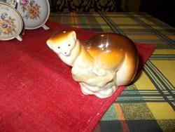 Porcelán Nyest