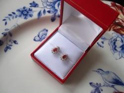 TÖKÉLETES KARÁCSONYI AJÁNDÉK: Díszdobozban természetes rubin 925 ezüst fülbevaló