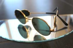 Oldallencsés ovális napszemüveg
