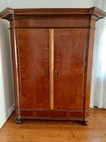 B25 Gyönyörű Barokk ruhásszekrény