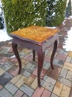 Antik asztalka