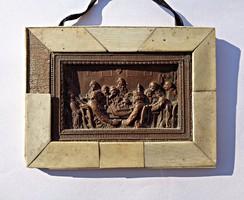 Bronz jelenetes plakett, csont borítású fa keretben