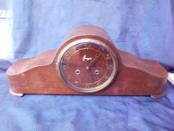 1950-es évek Magyar Óragyári,felhúzós, feles ütős, dallamot játszó kandalló óra. Hibátlanul működik.