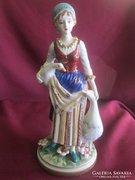 Kardos jelzésű porcelán, hölgy libákkal, hibátlan darab