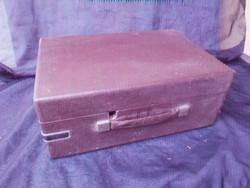 Régi, szovjet, hordozható, utazó gramofon. Lemezek nélkül.Kurbli nélkül, így nem tudom működik-e?