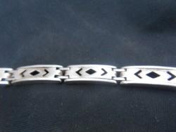925-ös tisztaságú ezüst karkötő. Hibátlan darab. Karácsonyra ajánlom figyelmébe.