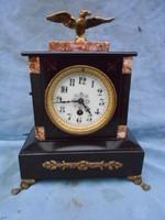 Cc.1880-as francia márvány kandalló óra,Jelzett. Hibátlan, működik.