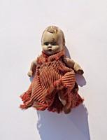 Antik kerámia baba ruhában