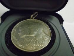 Ezüst pénzből készült medál