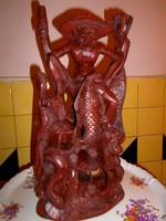 Nagy méretű keleti halász  faragott szantálfa  szobor 37 cm X 19 cm