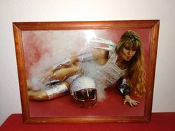 Jelzett művészi erotikus fotó futurisztikus téma