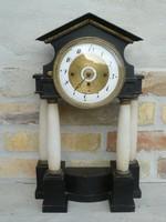 Biedermeier 4 oszlopos, naptáras, negyedütős óra