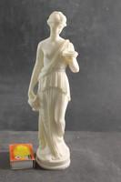 Alabástrom faragott női szobor 39