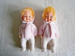 Régi hajas baba rózsaszín-fehér ruhában 20 cm