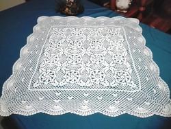 Kézi horgolású  hófehér asztalterítő, asztalközép