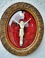 Antik, ELEFÁNTCSONT Krisztus, Korpusz (22 cm),  46.5 cm-es ovális fa keretben, impozáns méretek!