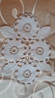 Horgolt leveles csipke terítő  (S)