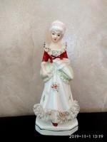 Gyönyörű porcelán szobor