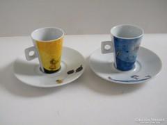 Két kávés, mokkás csésze alátéttel fiatalos, vidám mintás