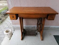 Szép állapotú ritkább Singer varrógép fiókos asztal