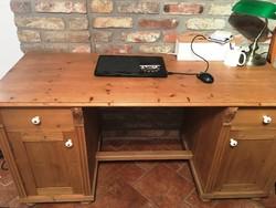 Antik hatású, de új, fenyőből készült íróasztal