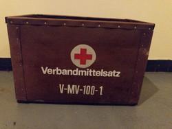 Német, az egykori NDK hadseregében rendszeresített kötszeres láda