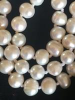 GYÖNGYSOR , tenyésztett gyöngyökből-10 mm átmérőjűek-120 cm hosszú