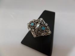 Ezüst gyűrű gyémántokkal és türkizekkel