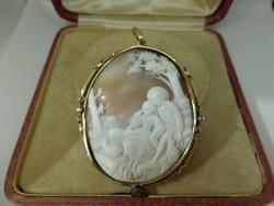 Hatalmas antik faragott kagyló kámea medál arany keretben