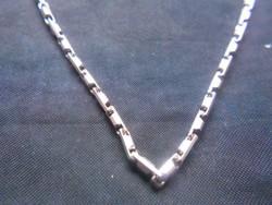925-ös, jelzett ezüst nyaklánc. Masszív csattal,hibátlan. Karácsonyra.