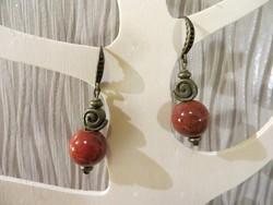 KÉZMŰVES ÚJ 'ÁSPIS' jáspis hatású vörös kerámia fülbevaló AJÁNDÉK achát medállal