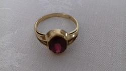 Barta Mariann ötvös üzletében vásárolt gránát köves aranygyűrű