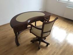 Használt, de jó állapotú íves íróasztal a hozzá tartozó székkel
