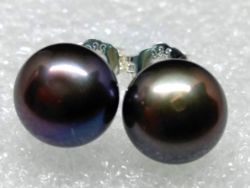 Tenyésztett édesvízi gyöngy fülbevaló, fekete 8 mm-s gyönggyel