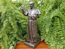 Ferenc pápa szobor 8001