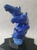 Lapis Lazuli, három lófejű szobor.