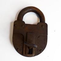 Nagyméretű lakat, XIX.század végéről + 1 db kulcs