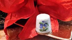 Herendi gyűszű porcelán tartóval