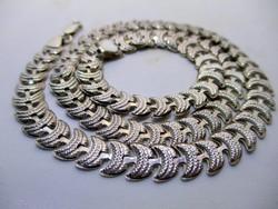 Gyönyörű széles ezüstnyakék különleges mintával