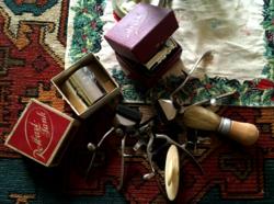 Borotválkozás régi kellékei,borotvapenge-élezők