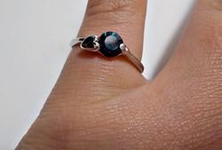 Szívecskés sötétkék cirkóniaköves bizsu gyűrű 56-os méret
