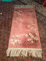 Selyem vagy pamut-selyem kis összekötő szőnyeg, kézi ? csomózású