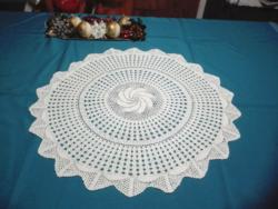 Fehér, kézzel horgolt terítő, 57 cm átmérőjű