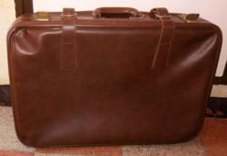 Retro barna utazó bőrönd