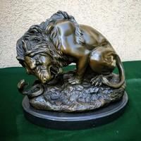 Bronz oroszlán szobor