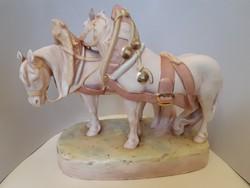 Jelzett Royal Dux nagy méretű porcelán lovak szobor