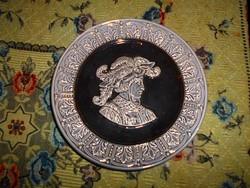 1800-as évek végéről  Znaim?  majolika antik tányér